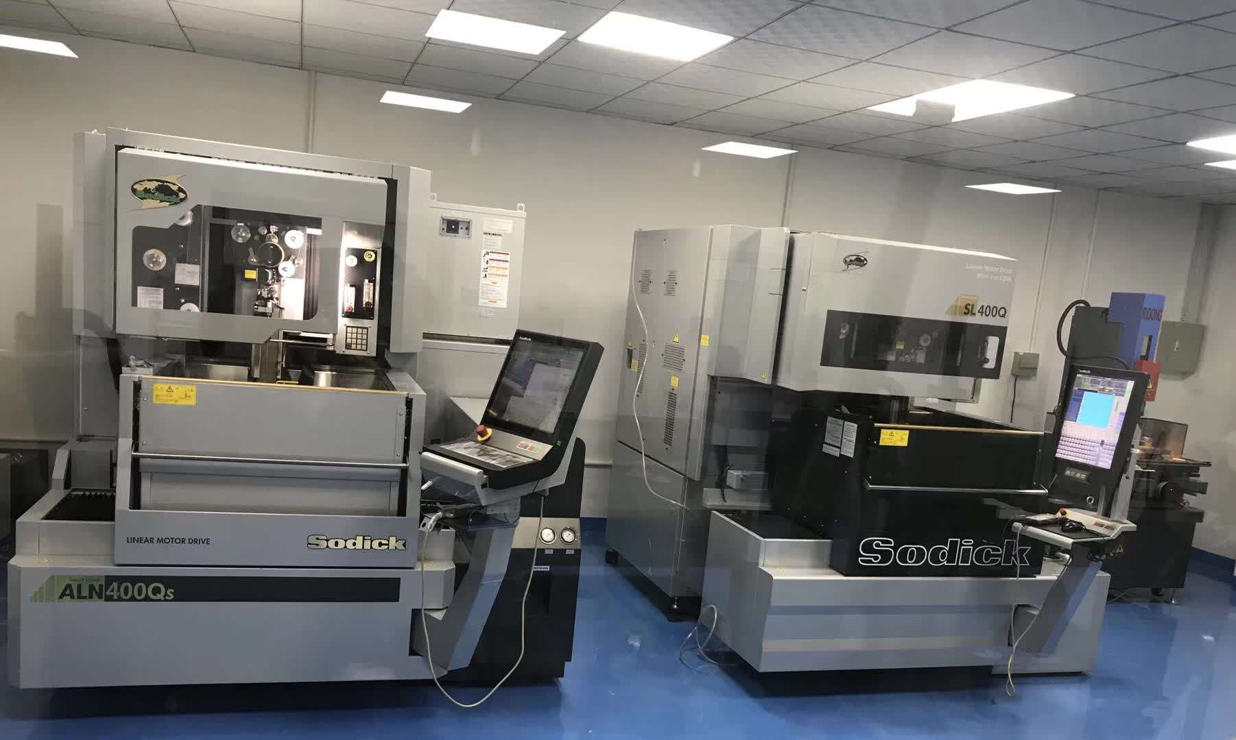 Custom-plastic-injection-molding-makes-high-quality