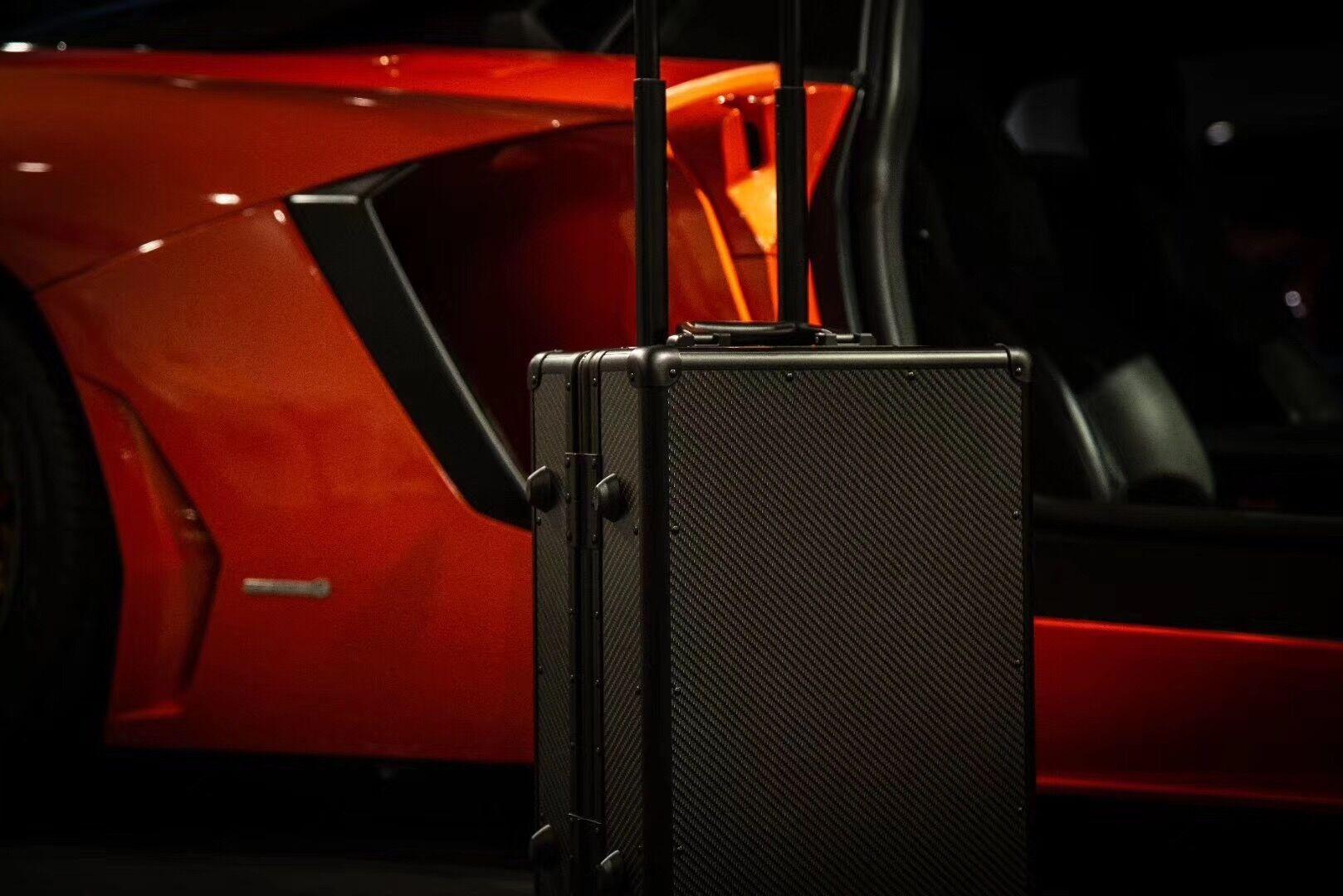 Lightweight Ultra Resistant Genuine Carbon Fiber Suitcase 11