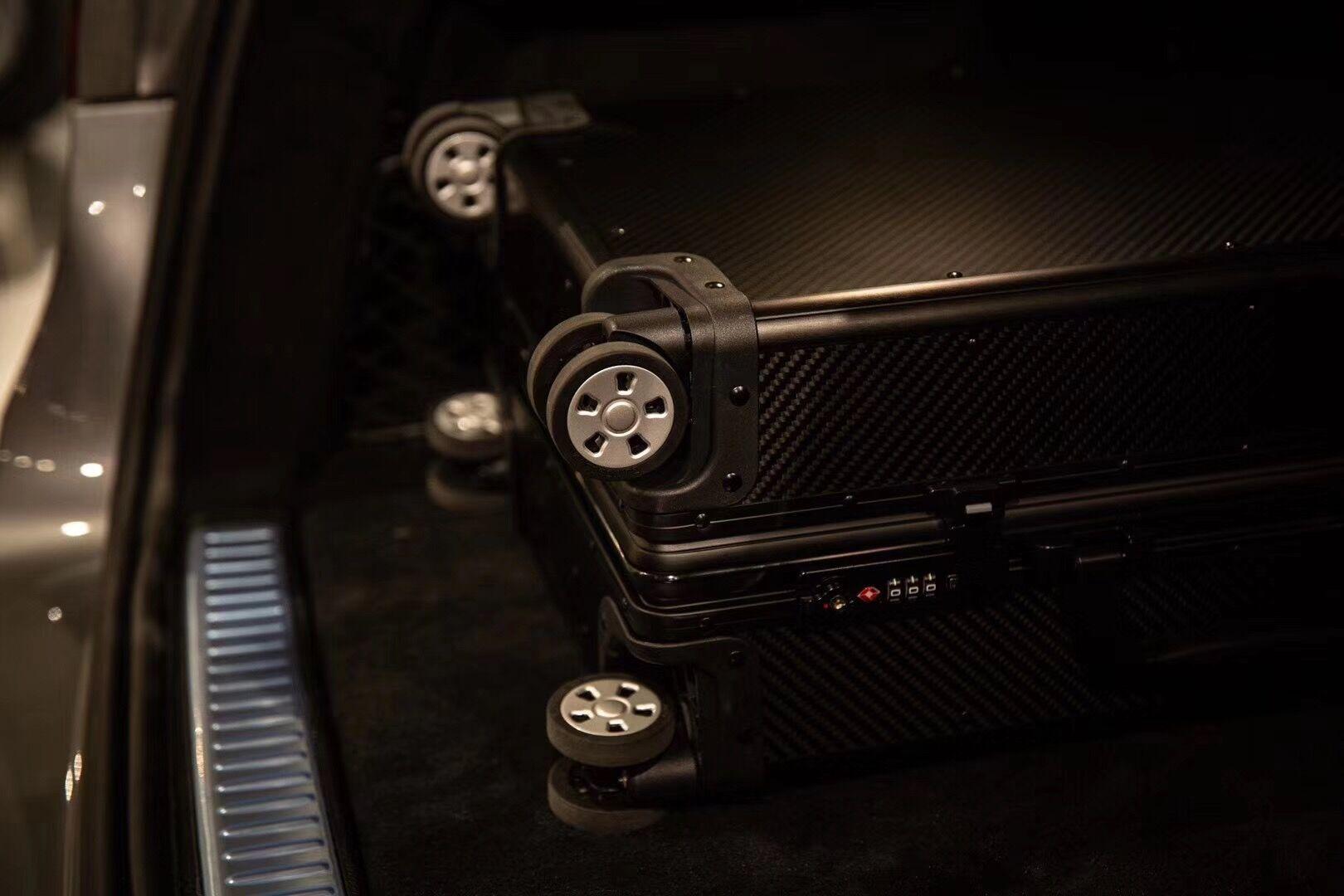 High Quality Carbon Fiber Suitcase 15