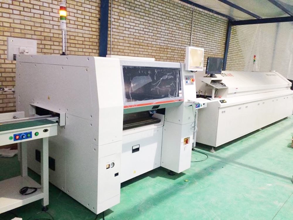 China Automatic small 8 zone Lead free reflow oven with PC and optional edge rail to handle 350mm PCB