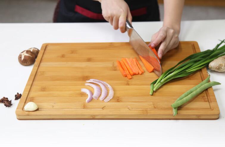 Bamboo cutting bord (4).jpg