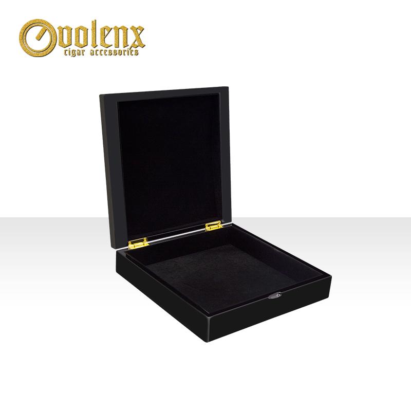 High-quality-high-glossy-black-luxury-jewelry