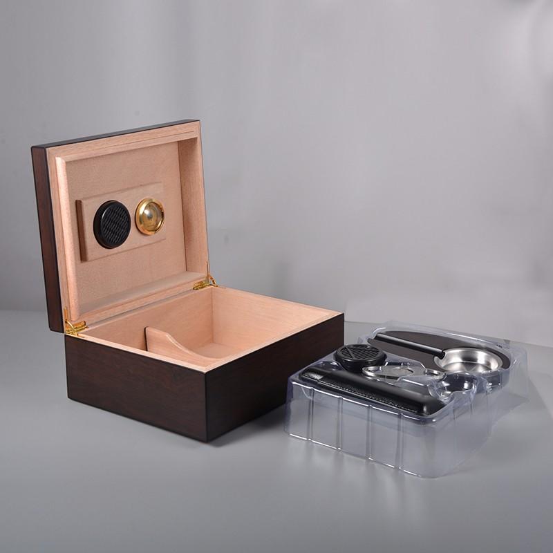 Wholesale manufacturer high quality cigar humidor gift set