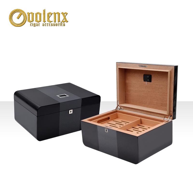 Cigar-box-with-digital-hygrometers-black-cigar