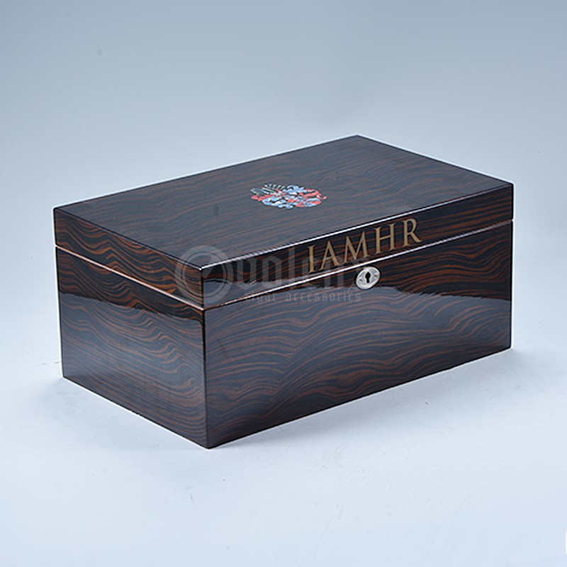 Glossy Wooded Cigar Humidor WLH-0378 Glossy Wooded Cigar Humidor Details 3