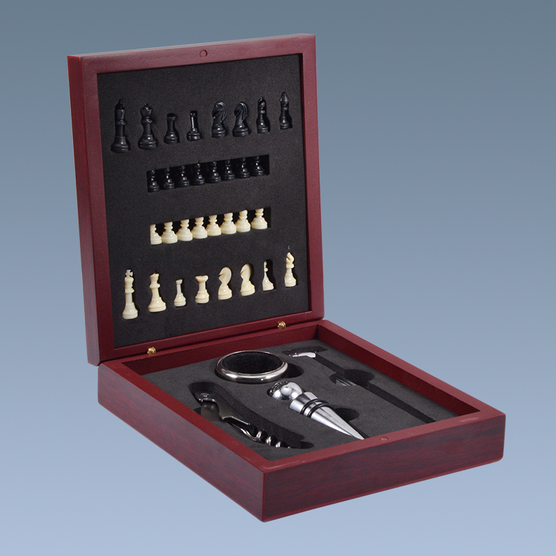2019 Custom wine accessories chess opener wooden wine gifts set